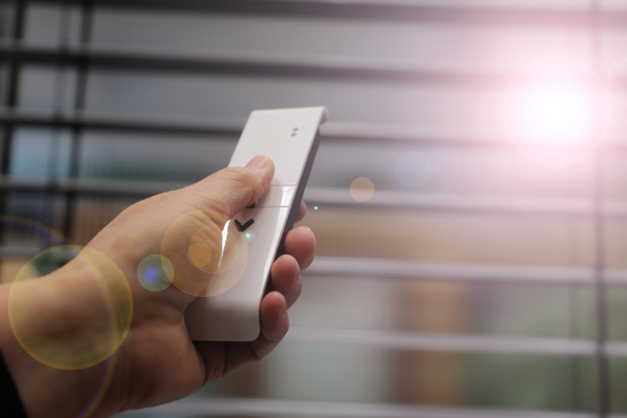 Venetian blind with remote control